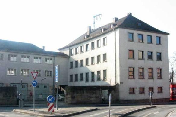 Das Gebäude vor der Renovierung 2004
